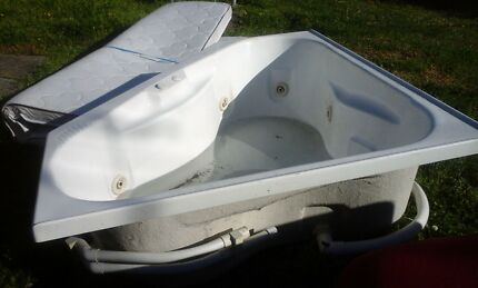one spa bath in good condition  Woodcroft Blacktown Area Preview