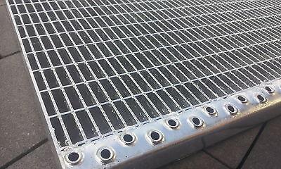 Podest Industrie Gitterrost mit Antrttskante 1000x600x 30/10 Tragstab 30/2mm X