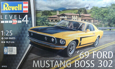 1969 FORD MUSTANG BOSS 302 REVELL 1:25 SCALE PLASTIC MODEL CAR KIT