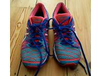 For sale is a pair of the ladies Asics Gel-Kinsej running trainers.
