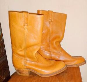 MENS 10.5 LEATHER BOOTS / Made in Canada / Look like never worn / OAKVILLE Golden brown  905 510-8720  vjk