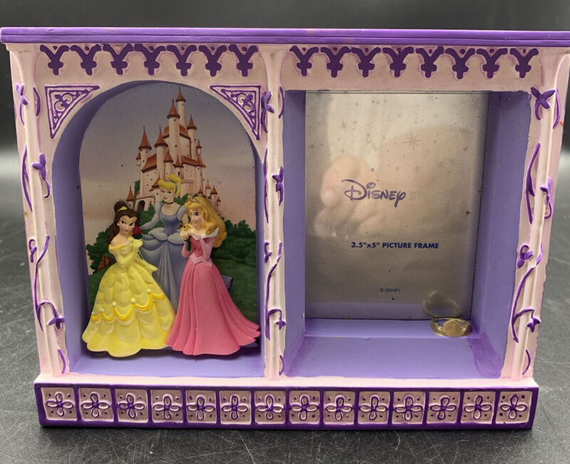 """Disney Picture Frame With 3 Princesses Statues. For Photo 3.5"""" X 5"""""""