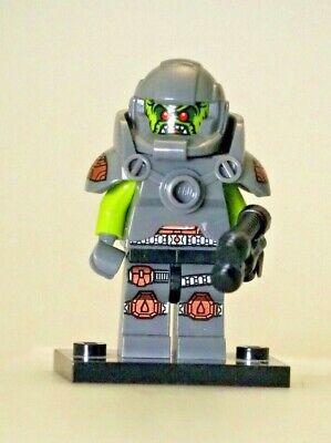 Lego Minifigure Series 9 Alien Avenger  - Loose, Complete, Authentic LEGO