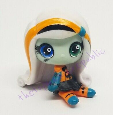 Mattel Halloween Monster High Minis Season 1 Blind Box Figure - Frankie - Monster High Frankie Stein Halloween