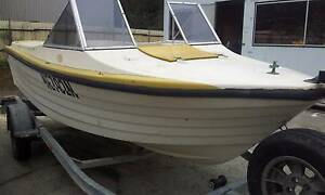 Fishing boat CrestCraft 15 ft runabout with walkthrough screen Gosford Gosford Area Preview