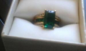 Emerald & Diamond 9ct gold ring Clarkson Wanneroo Area Preview