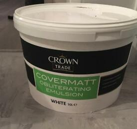 Crown trade white emusion paint