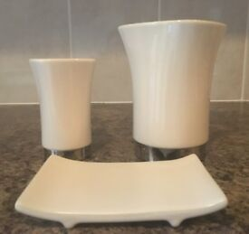 3 x Bathroom Items in cream/silver colour – 2 holders & 1 stand, Excellent Condition, £5 for the set