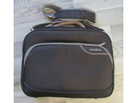 Samsonite shoulder carry bag for 14 or 15 inches laptop