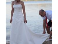 Beautifully fitted and fully lined weddinh dress