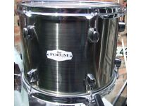 Immaculate Pearl FORUM 12 inch tom as new. Great remo heads