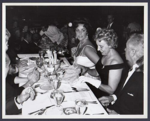 ELIZABETH TAYLOR sexy busty actress at dinner party PHOTO FROM ORIG NEG