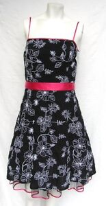 NEW-STEPPIN-OUT-BLACK-WHITE-COTTON-FLORAL-EMBROIDERED-FULL-PARTY-DRESS-size-S-M