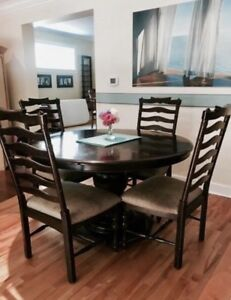 Dining Table and Chairs *NEED GONE ASAP*