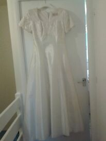 Wedding Dress size 14 suit lady 5ft 2 inches tall