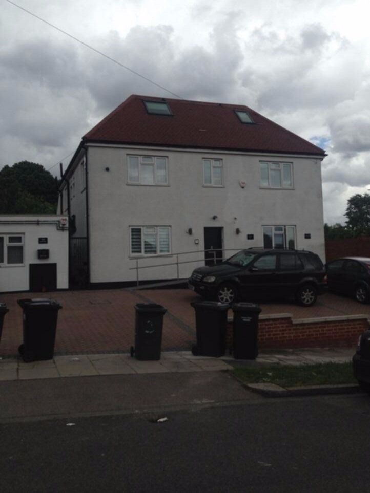 Modern 3 double bedroom 1st floor flat situated in one of Finchley's Premier Roads