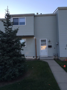 GET 1 MONTH FREE RENT IN THIS TOWNHOME! Edmonton Edmonton Area image 1