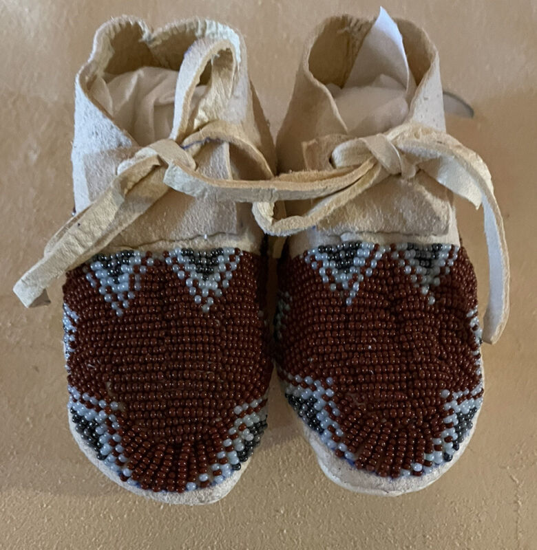 Very Nice New Pair Of New Native American Lakota Sioux Beaded Baby Moccasins