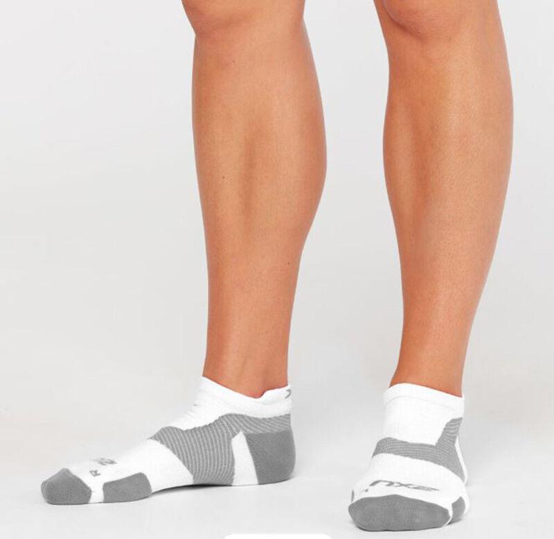 2XU Vectr Light Cushion No Show Compression Socks - White/Grey