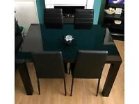 ~BNIB BLACK GLOSS DINING TABLE & 4 CHAIRS~