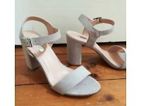 Nude/ grayish heeled sandals Brand new Size 38 size 5