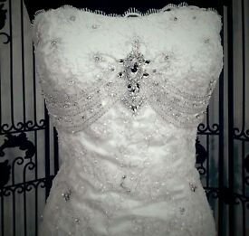 Symphony of venus wedding dress ivory size 8 comes with optional straps and shawl. Dry cleaned boxed