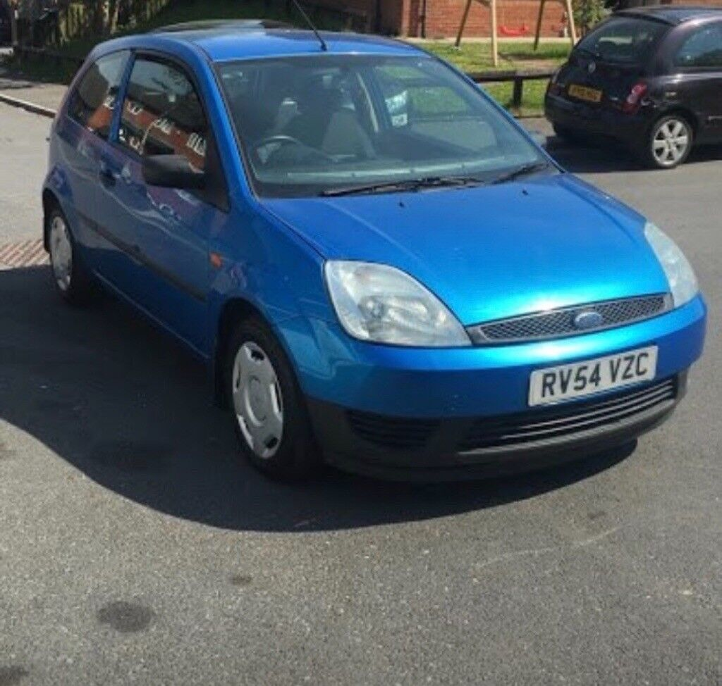 Ford Fiesta 1.25, 1 years mot. Great first car, age related marks.