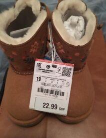 New baby girl Zara winter boots size 4