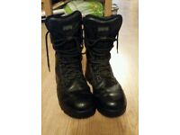 Magnum Boots - Size 6 - Work / Service Boots