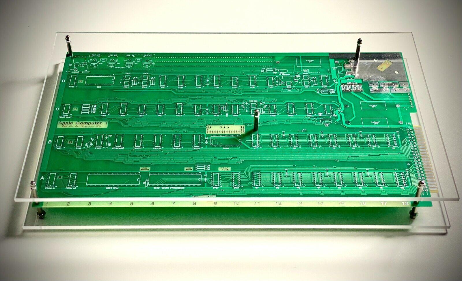 |Apple-1 Motherboard (Replica) in Acrylic Case