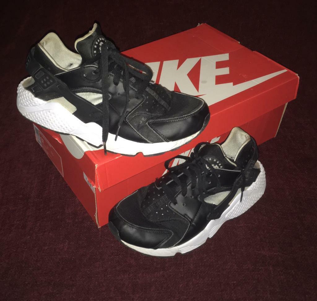 67230ee87513 Nike Air Huarache Run Size 8.5 UK BLACK WHITE GREY