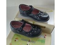 LIGHTLY USED STARTRITE (Type 1668-9) CLASSIC GIRLS SHOES - ALLIUM STYLE IN NAVY LEATHER