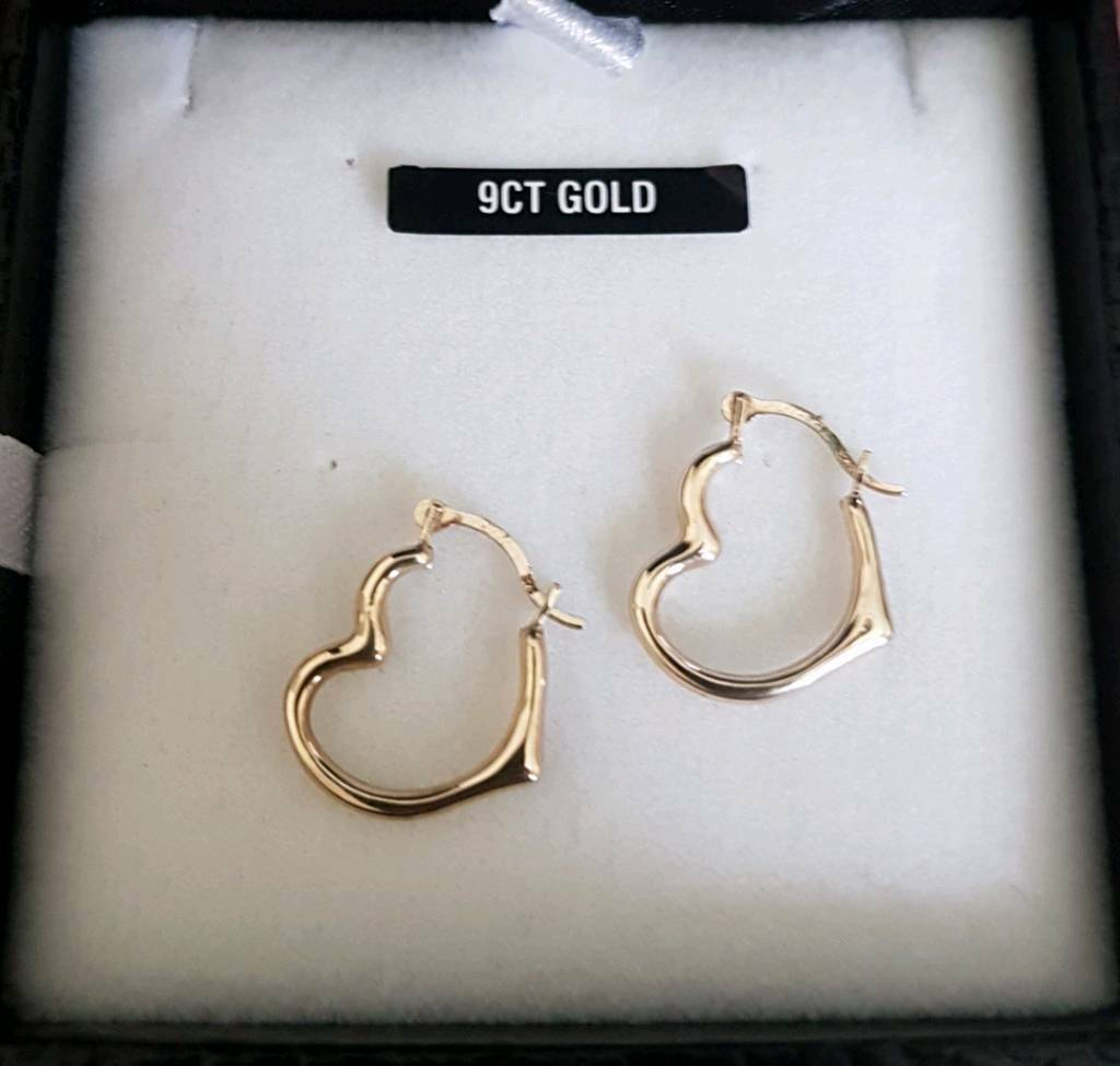 Warren James Pair Boxed Real 9ct Yellow Gold Heart Creole Earringin Glastonbury, SomersetGumtree - These are a lovely pair of Warren James real 9ct yellow gold creole heart hoop earrings.These are in great condition as hardly used.Come in original box ready to gift to a special someone.All of my jewellery is professionally cleaned and polished.I...