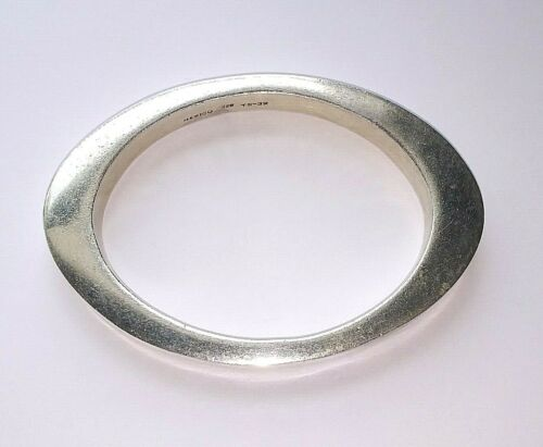 ! Lovely Vintage MEXICO TAXCO 925 Sterling Silver Oval Closed Bangle Bracelet
