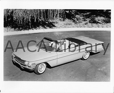 1960 Oldsmobile Super 88 Convertible Coupe, Factory Photo (Ref. #60902)