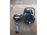 Maxi Cosi Pebble car seat and Isofix base