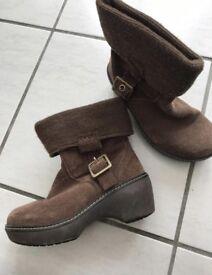 CROC brown suede boots with heel (size 3 UK)