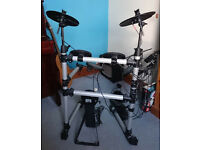 Electronic Drum Kit with Amplifier. Ideal for beginner!