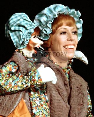 "CAROL BURNETT AS ""THE CLEANING LADY"" - 8X10 PUBLICITY PHOTO (CC828)"