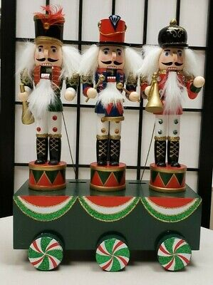 Nutcrackers - Musical - Plays Dance of the Sugar Plum Fairy with 3 Musicians