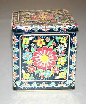 Vintage Floral Tin Hinged Lid Designed by Daher Long Island NY Made in England