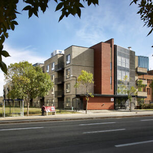 Downtown Edmonton 2 bed 2 bath Renovated Upgrade Suite 923 sq ft