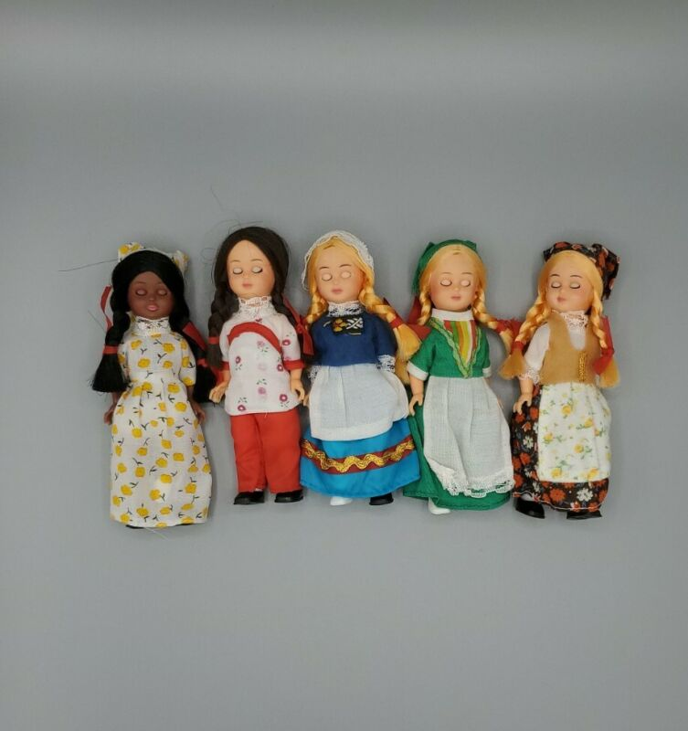 Collection of  VINTAGE NATIONALITY DOLLS  lot of 5 Hong Kong