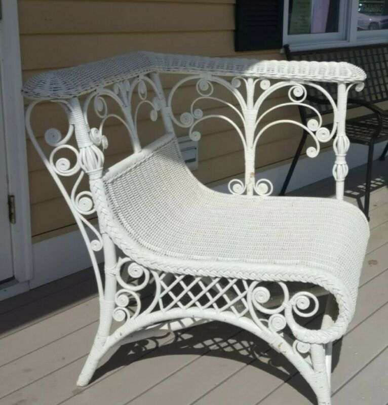 VICTORIAN  ♡ NICE LARGE WHITE WICKER ♡  PATIO PORCH LIVING ROOM CORNER CHAIR