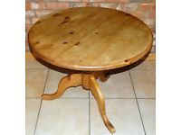 ROUND DINING or BREAKFAST TABLE, ANTIQUE STYLE, CIRCULAR PINE PEDESTAL TABLE