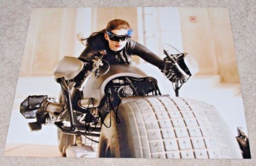 ANNE HATHAWAY SIGNED THE DARK KNIGHT RISES MOVIE 11X14 PHOTO W/COA CATWOMAN