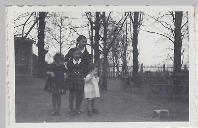 (F17755) Orig. Foto kleine Mädchen in einem Biergarten 1934