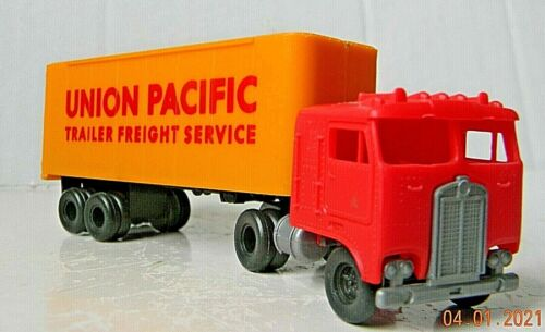 TYCO Cab-Over Semi-Truck with ~ UNION PACIFIC ~ 28