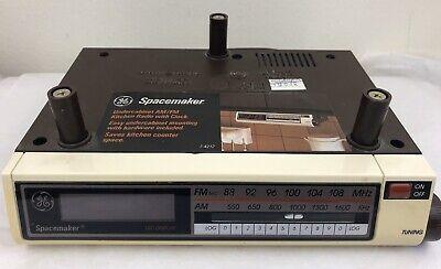 GE Spacemaker Under-Cabinet AM/FM Kitchen Radio w/ Clock Model 7-4212A WORKS