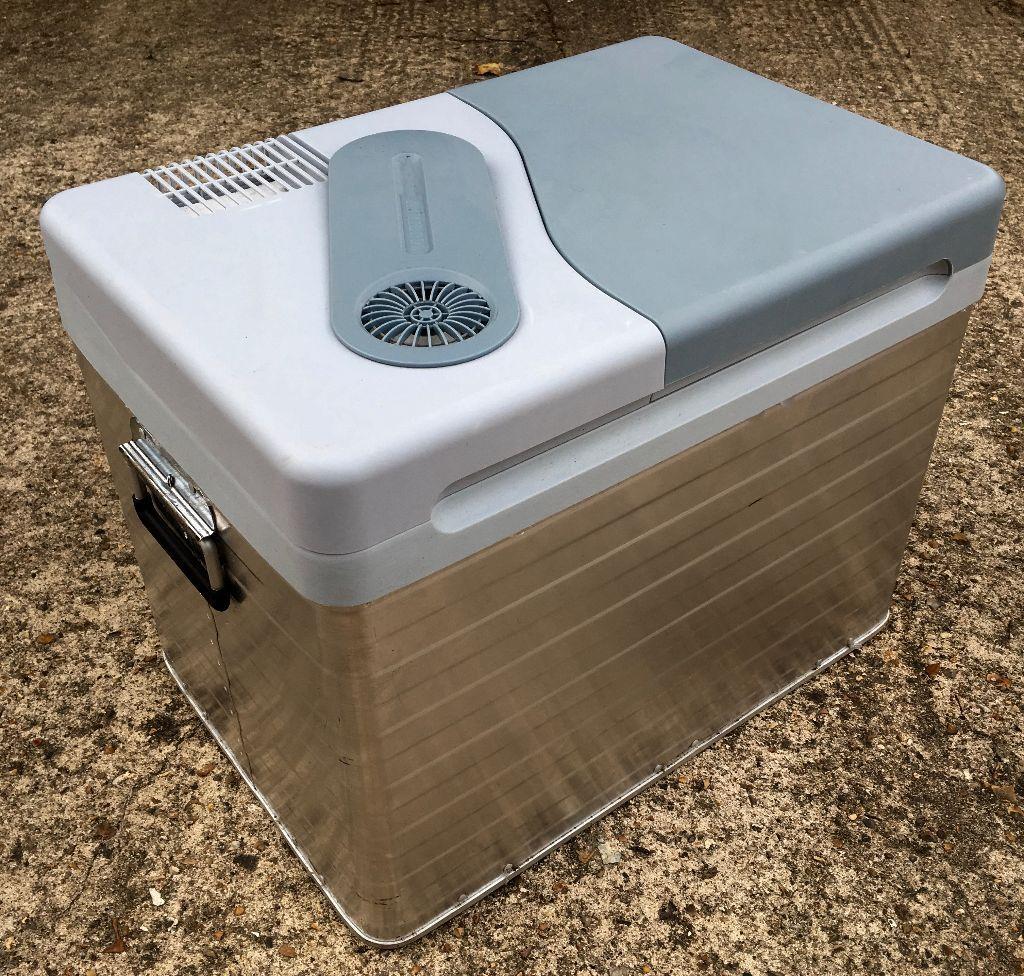 mobicool q40 12v ac dc thermoelectric cooler box. Black Bedroom Furniture Sets. Home Design Ideas